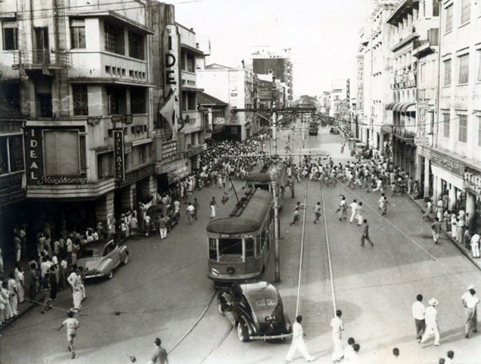 Tranvia runs down Rizal Ave. during Japanese occupation.