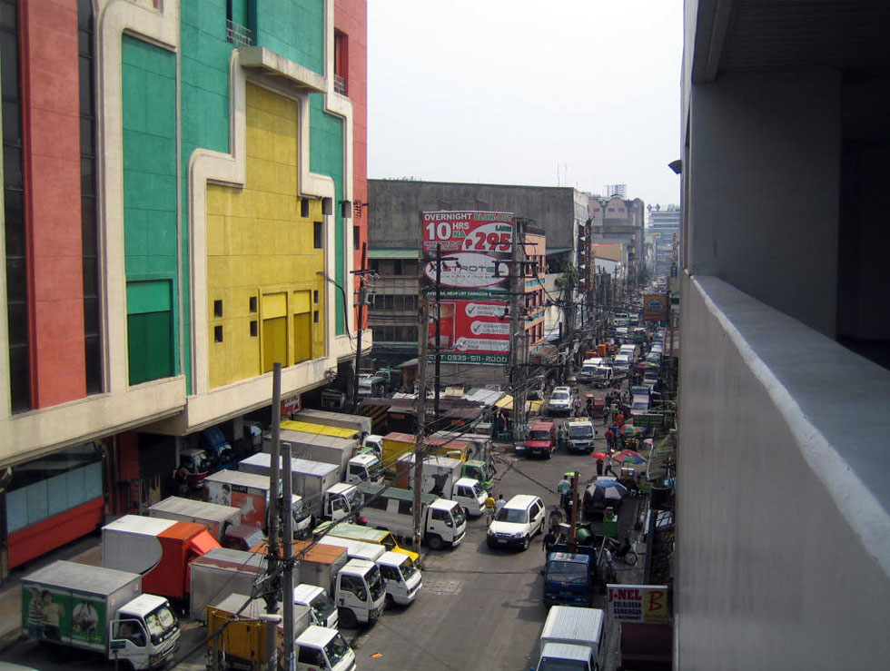 Rizal Avenue seen from LRT-Azcarraga to Carriedo